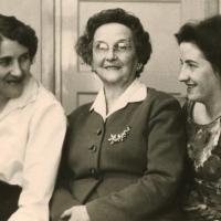 Moeke, Marie Jeanne en Dikkie (Desiree)