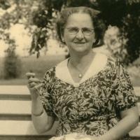 Moeke aan het borduren ± 1960