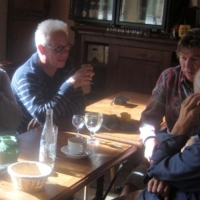 020 gesprek tijdens het ontbijt